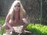 Amateurvideo Gartenarbeit Nackt vo