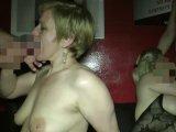 Amateurvideo Anspritzen und Schlucken im Pornokino von SpermageileRita